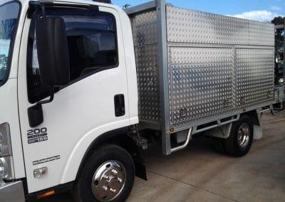 Isuzu 200 truck 1